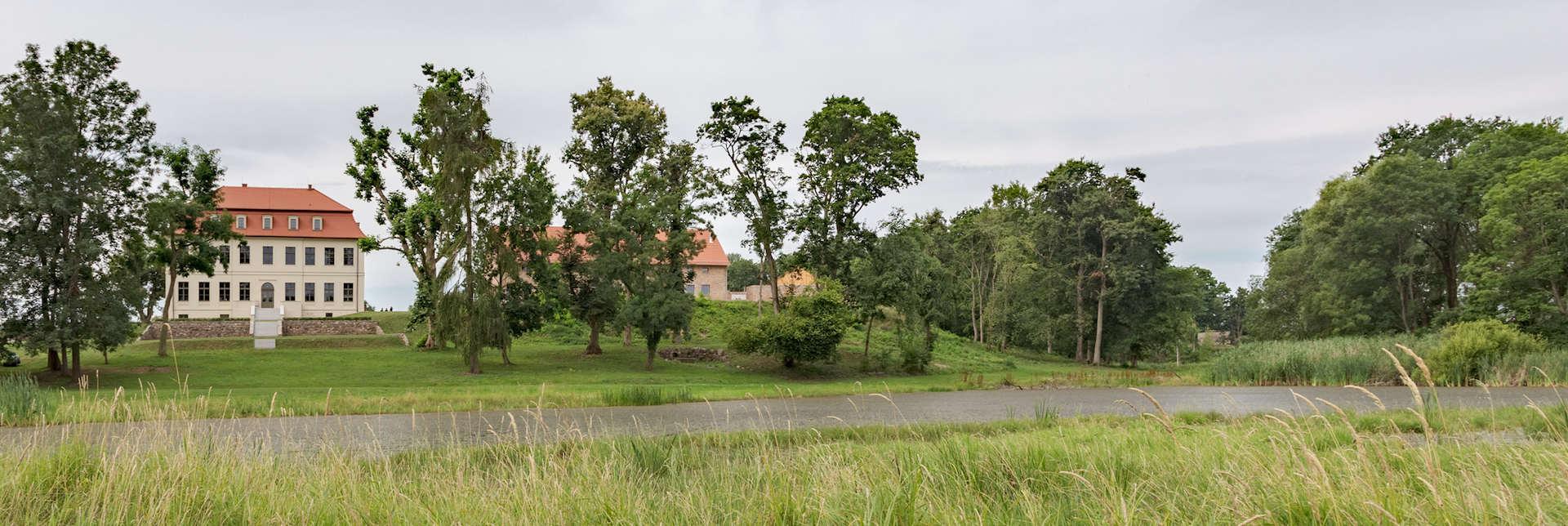 Gutshaus-fredenwalde-mit-park