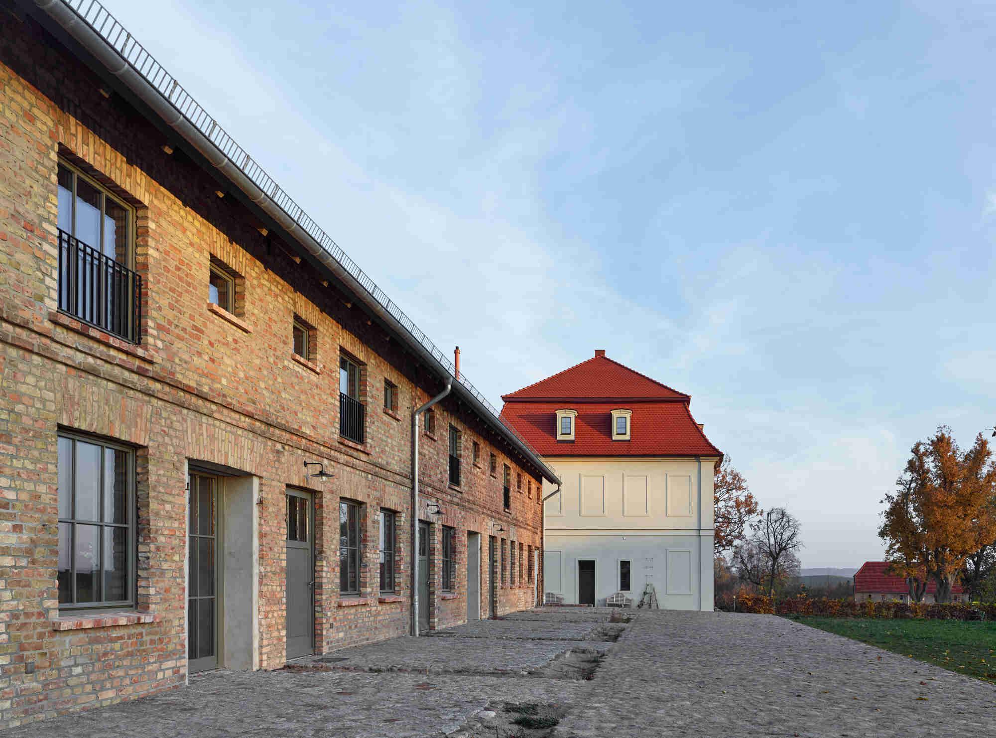Gutshof-Fredenwalde_Kornspeicher-Gutshaus