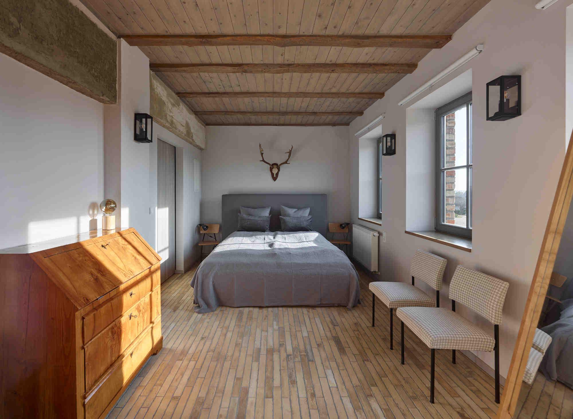 uckermark-Gutshof-fredenwalde-ferienwohnung-schwanenteich-schlafzimmer